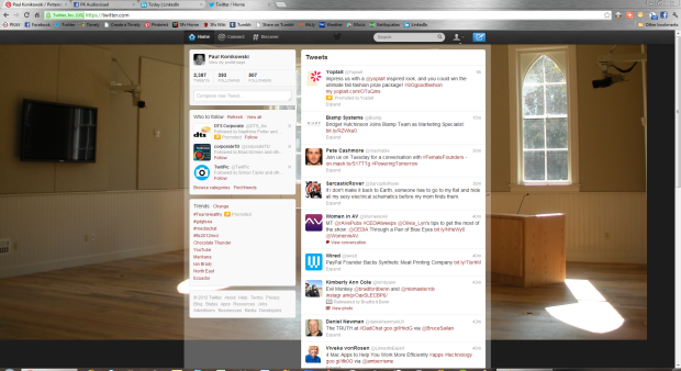 Twitter feed using Chrome on a PC in 1080p resolution